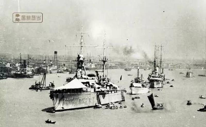 Giao chiến khốc liệt trên sông Hoàng Phố.