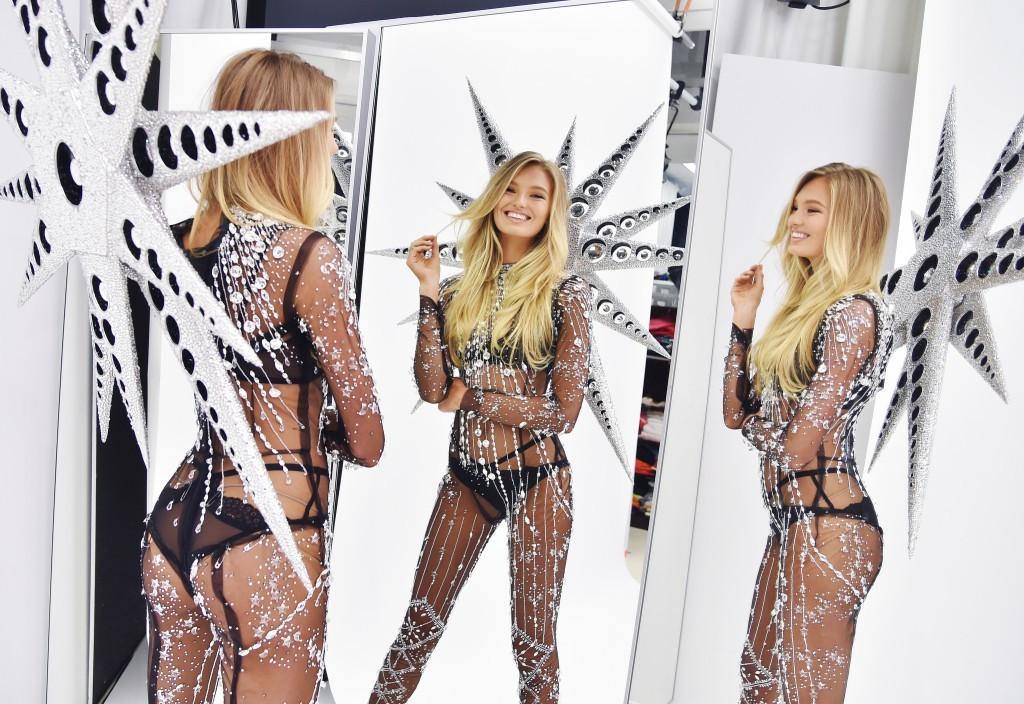 Victoria's Secret hé lộ đôi cánh thiên thần nặng 9kg