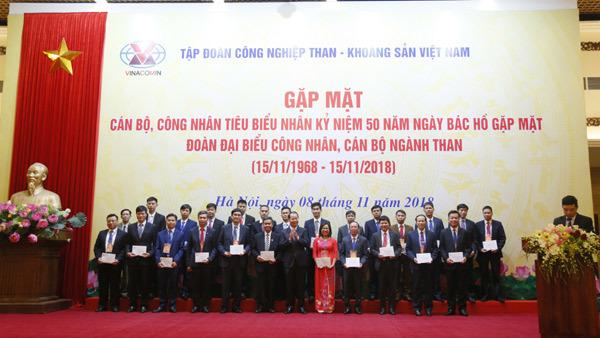 Tập đoàn Công nghiệp Than - Khoáng sản VN báo công dâng Bác