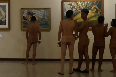50 người ở trần đi xem triển lãm tranh khỏa thân