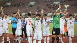 Tuyển Việt Nam: 3 cầu thủ bị đau, tranh thủ tập trước khi rời Lào