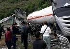 Hòa Bình: Xe bồn đụng xe tải, 2 người bị thương