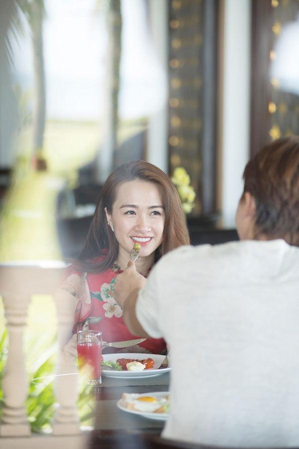 Hà Việt Dũng trăng mật ngọt ngào ở Ana Mandara Huế