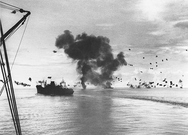 Ngày này năm xưa: Mỹ-Nhật dội 'mưa bom bão đạn' vào nhau