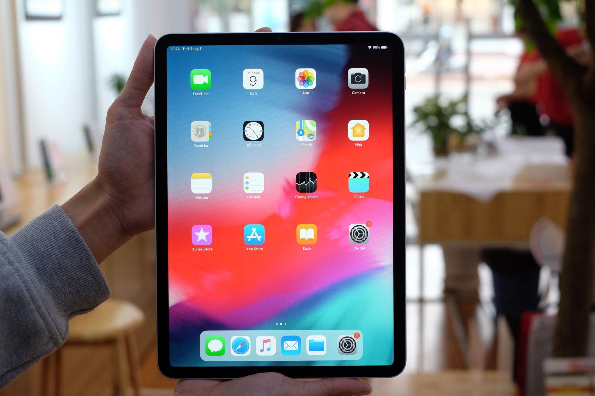 Chiếc iPad Pro 2018 này có màn hình Liquid Retina kích thước 11 inch. Độ phân giải màn hình là 2.388x1.668 pixel với khoảng gần 4 triệu điểm ảnh. Ngoài ra, mẫu tablet này còn có 1 phiên bản khác lớn hơn với màn hình kích thước 12.9 inch.