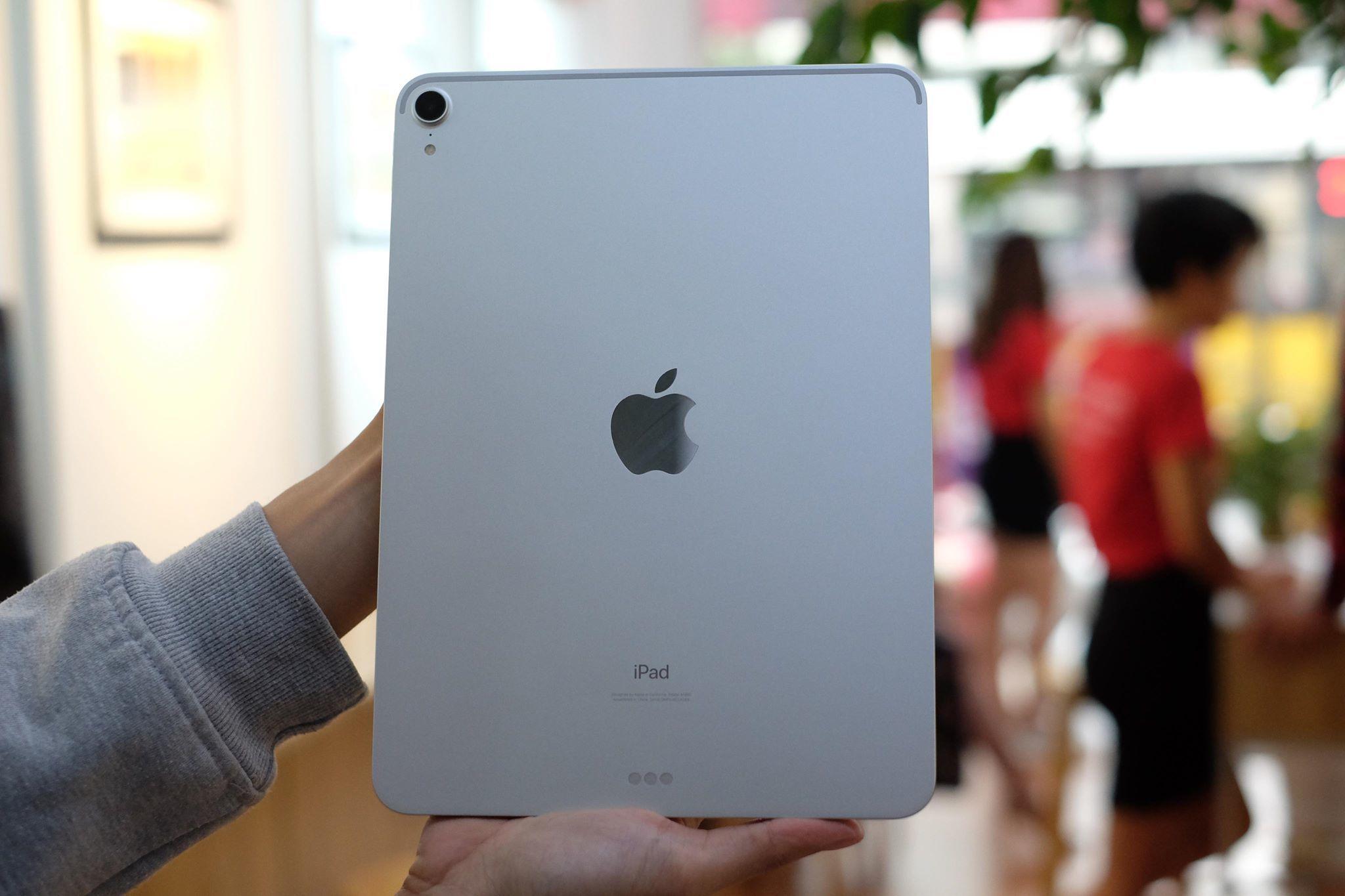 Theo đơn vị nhập về mẫu máy này, đây là chiếc iPad Pro phiên bản 64GB, chỉ có WiFi và không Mobile Internet. Máy sẽ được bán ra với mức giá 22,5 triệu đồng.