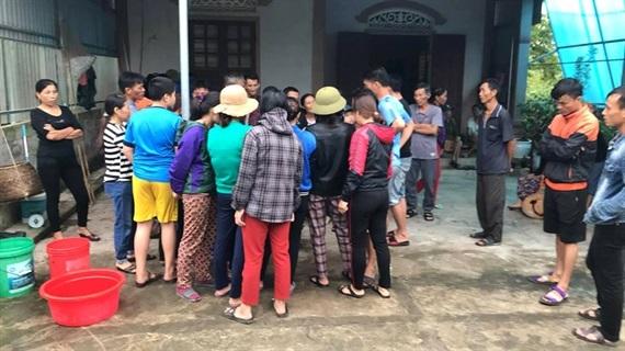 Ngư dân Nghệ An câu được cá nghi sủ vàng gần 5 kg