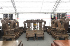 Trong nhà đại gia: Bộ bàn ghế 3,2 tỷ, báu vật vạn niên tùng quý hiếm