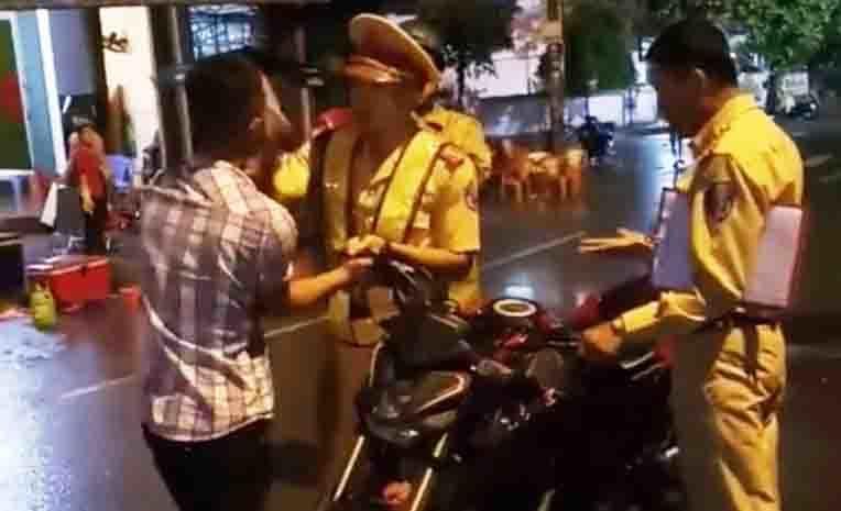 Vụ CSGT Bình Định té ngửa: Kẻ lấy xe máy bỏ trốn có nhiều tiền án