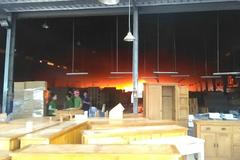 Công ty gỗ cháy dữ dội, hàng trăm người tháo chạy