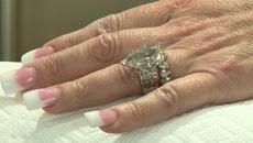 Tìm lại nhẫn kim cương hơn 600 triệu sau khi vô tình ném vào thùng rác