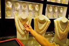 Đổ xô mua vàng, ô tô trước ngày Ả rập Saudi tăng thuế gấp 3