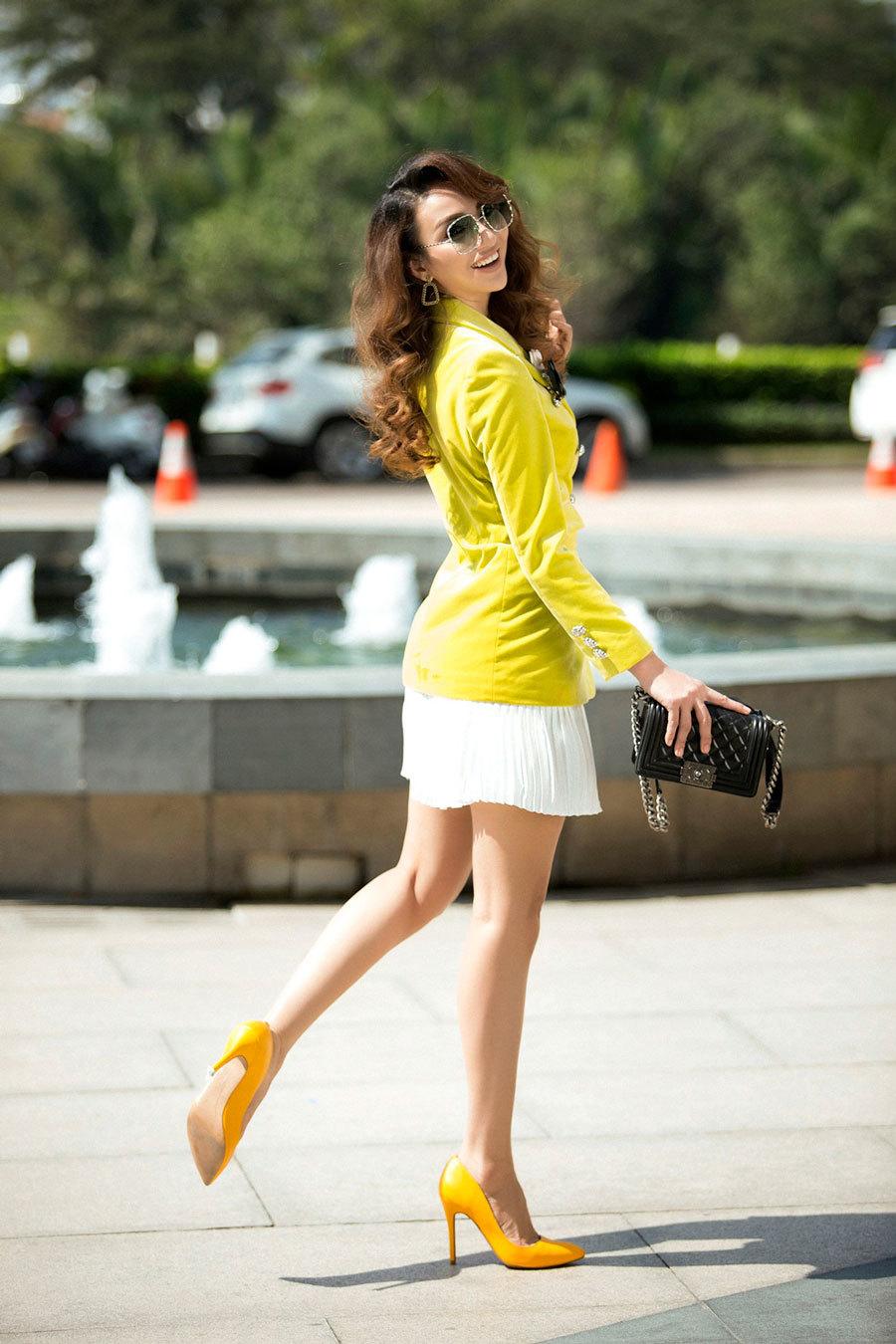 Hoa hậu Ngọc Diễm hoá quý cô thị thành sành điệu xuống phố