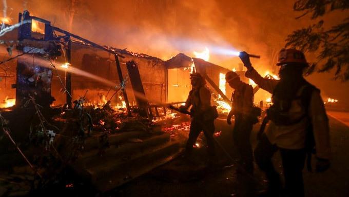 Cháy rừng dữ dội ở Mỹ, 25 người thiệt mạng