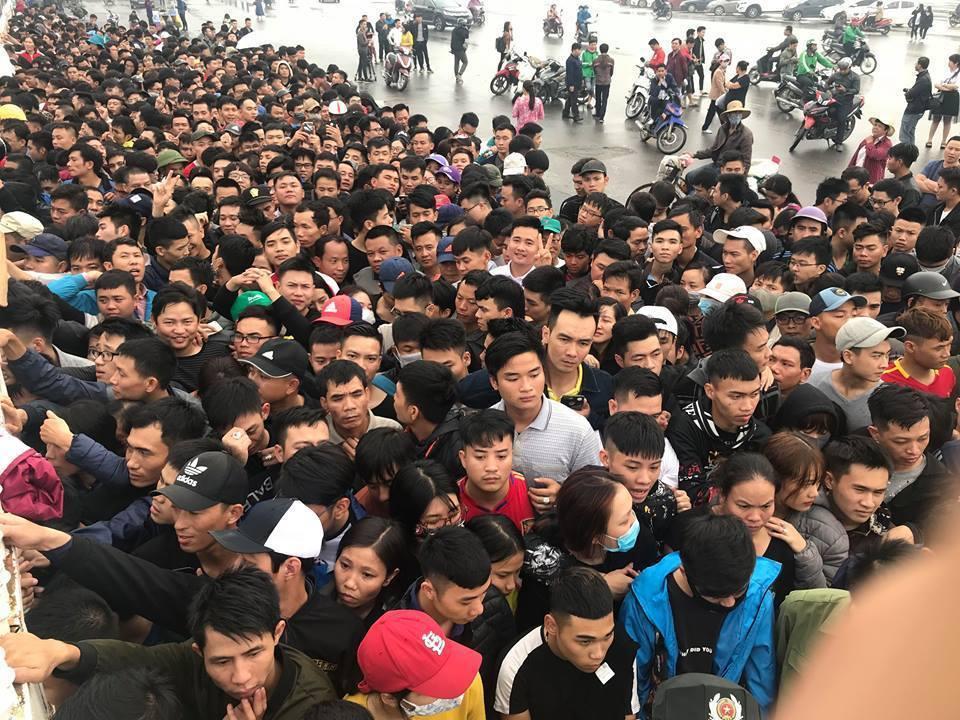 Tiền đạo Anh Đức: 'Tuyển Việt Nam không muốn bị xao lãng về chuyện vé'