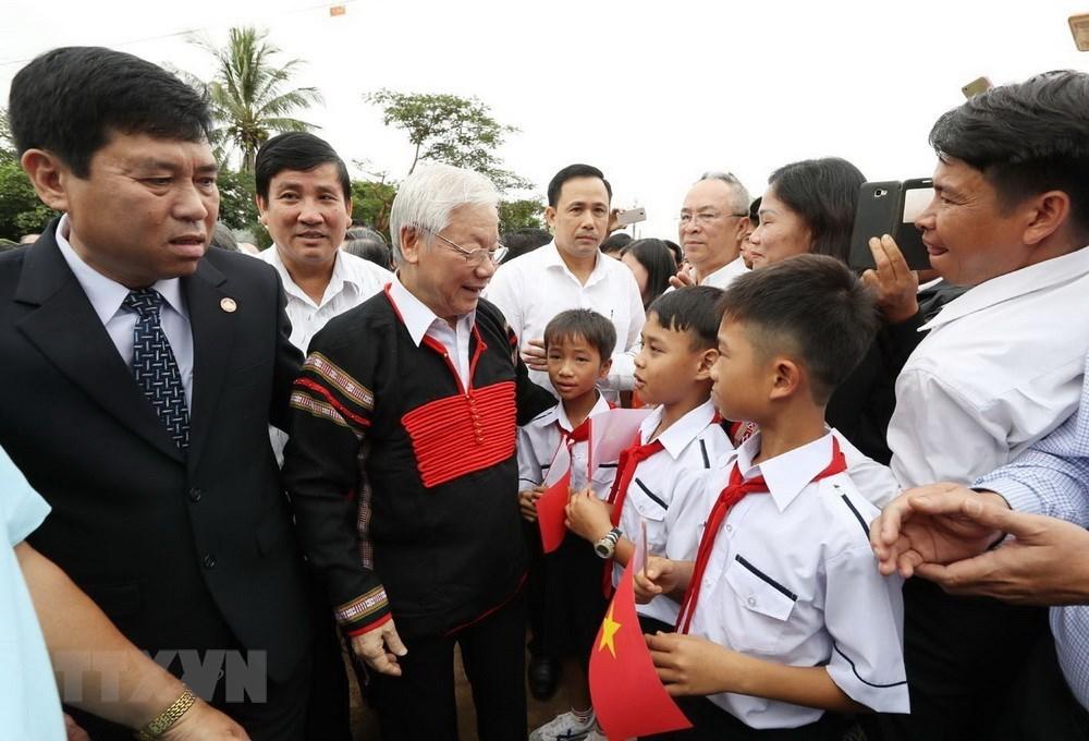 Tổng bí thư, Chủ tịch nước với đồng bào các buôn, thôn ở Đắk Lắk