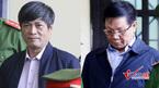 Ông Phan Văn Vĩnh cúi đầu đi vào phòng xét xử