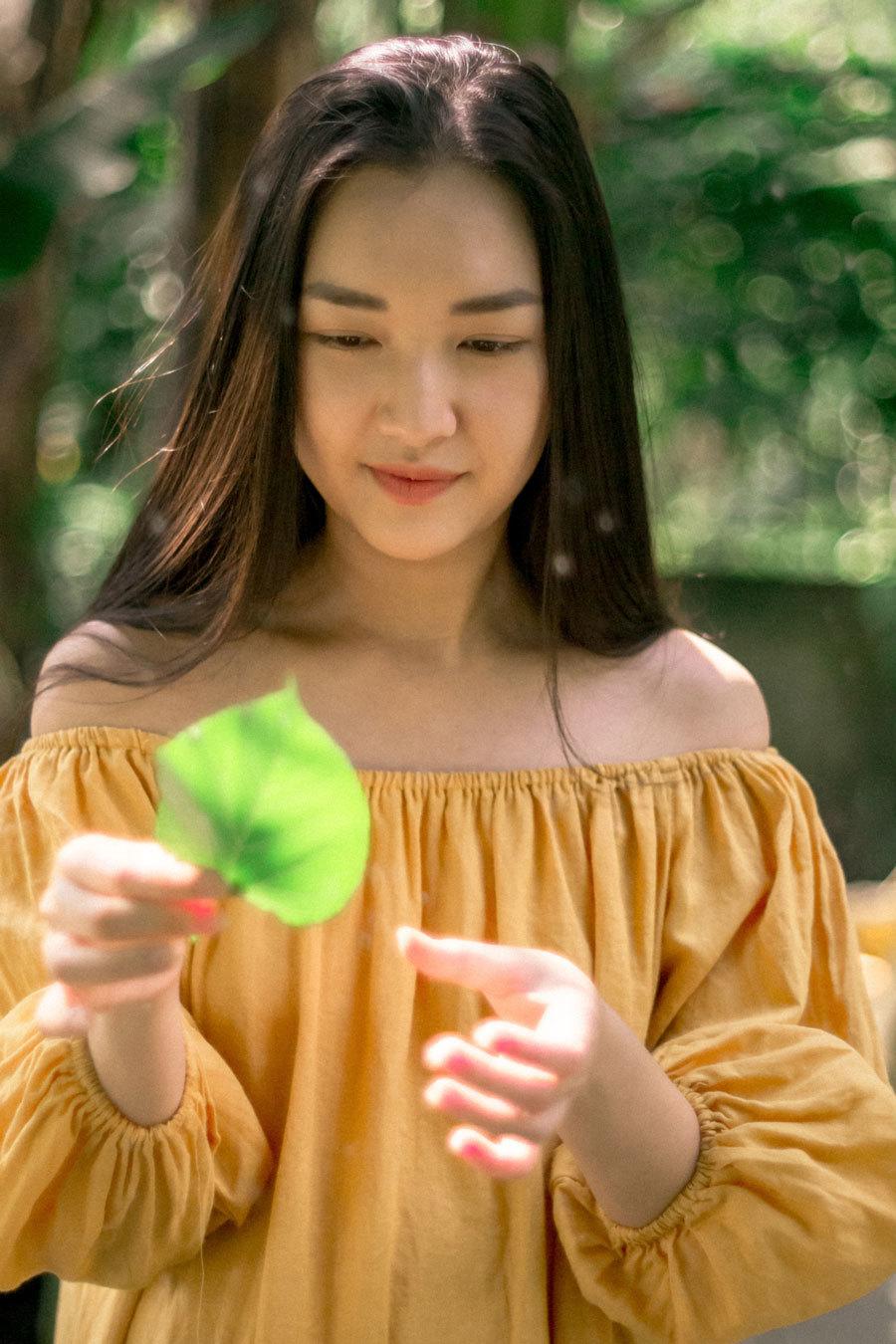 Hoa khôi Ngọc Trân khoe vẻ tinh khôi trong khu vườn yên tĩnh