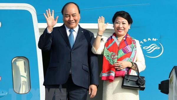 Thủ tướng lên đường dự hội nghị Cấp cao ASEAN 33