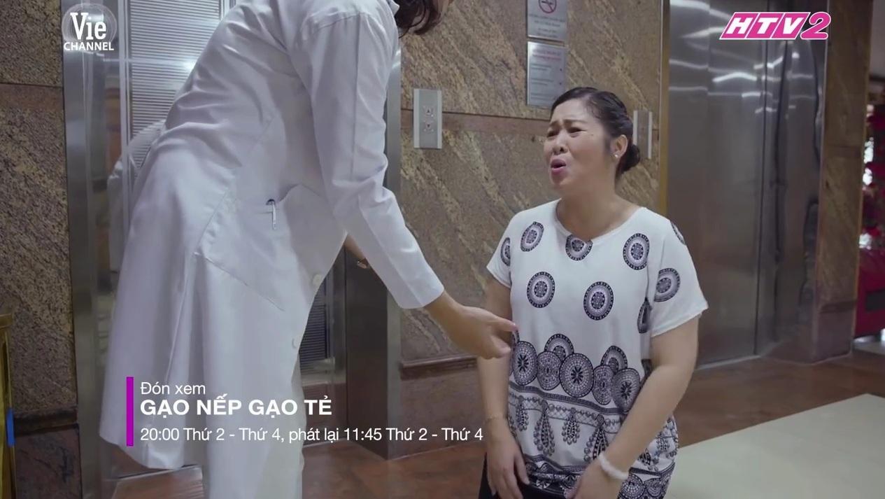 ''Gạo nếp gạo tẻ'' tập 83: Hồng Vân quỳ gối xin người yêu cũ của con rể tránh xa