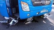Xe giường nằm tông hàng loạt xe máy, 5 người bị thương