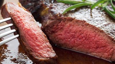 Món ăn triệu người thích, bò bít tết tái có an toàn?
