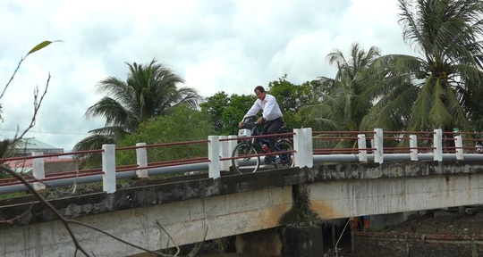 Lão nông chế tạo xe đạp chạy bằng máy cắt cỏ 'độc nhất vô nhị'