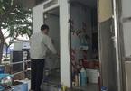 Nam công nhân tức nghẹn trước hành động của quý cô váy ngắn