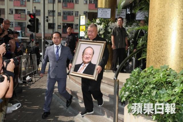 Tỷ phú Jack Ma cùng nhiều nghệ sĩ nổi tiếng tới đưa tiễn Kim Dung