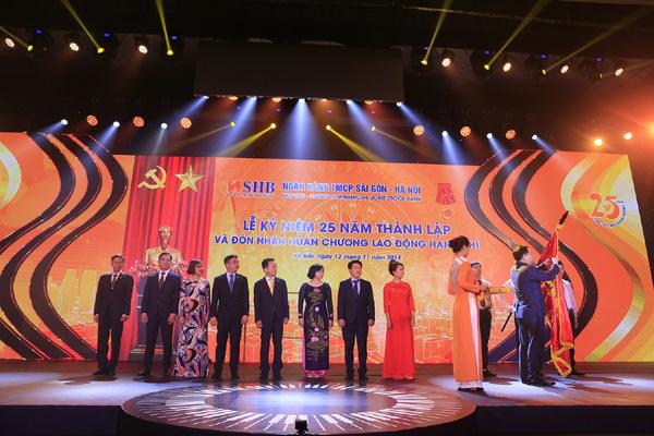 SHB đón nhận Huân chương Lao động hạng Nhì