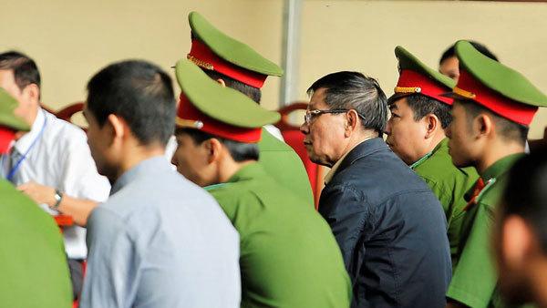 Sau Phan Văn Vĩnh, bị cáo Nguyễn Thanh Hóa được chuyển vào phòng y tế