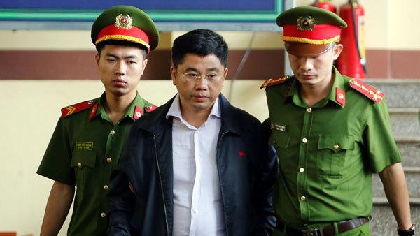 Hai cựu tướng cùng đại gia hầu tòa, kẻ khơi mào ôm tiền bỏ trốn