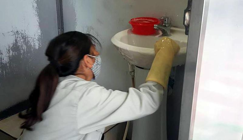 Nhà vệ sinh công cộng,Hành xử,Văn hóa xếp hàng