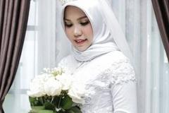 Vị hôn thê của nạn nhân máy bay Indonesia chụp ảnh cưới một mình