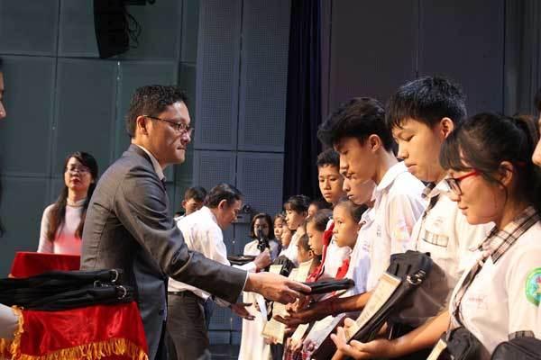 Tiếp sức giấc mơ đến trường cho 400 HS Đồng Nai
