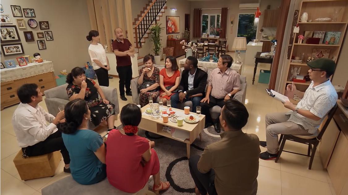 Vợ chồng Lê Khanh bị Tây chỉnh lại ngữ pháp Tiếng Việt