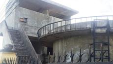 Cán bộ huyện treo cổ ở đài nước