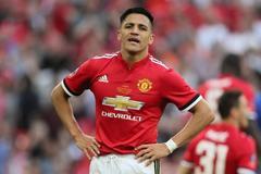 Sanchez và Bailly ra yêu sách với MU, Everton chiêu mộ Smalling