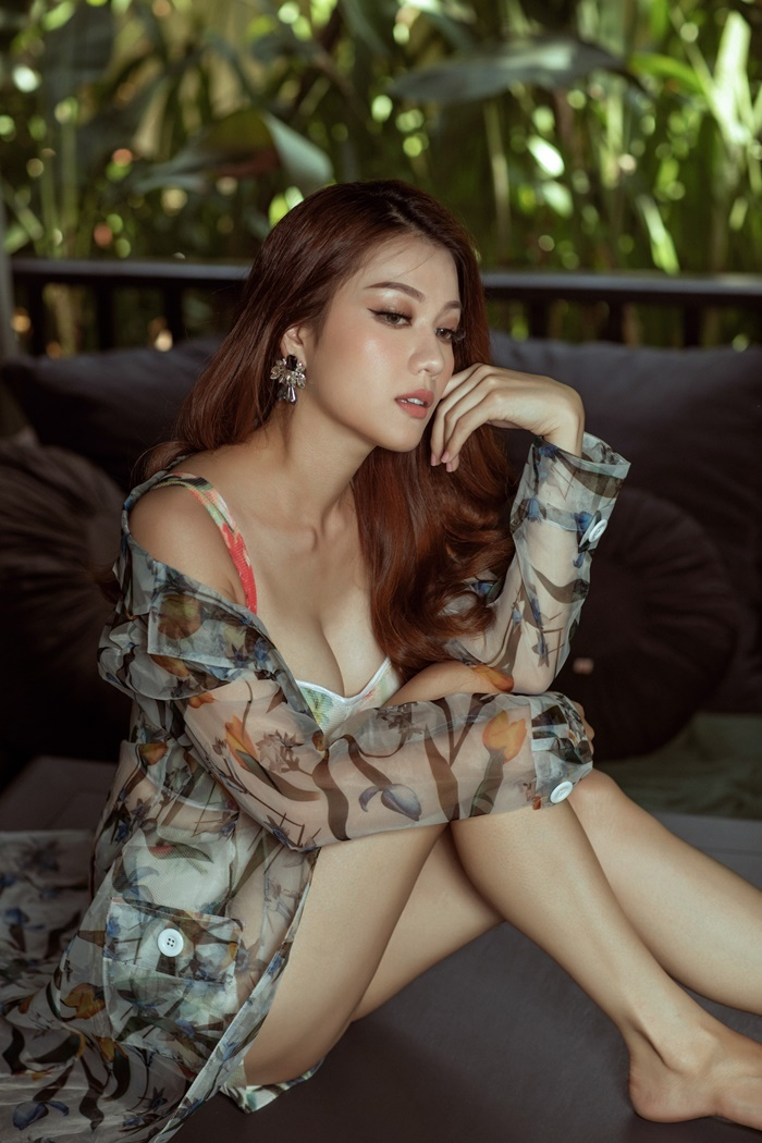 Thái Nhiên Phương táo bạo trong bộ hình thời trang