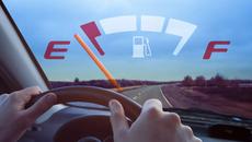 Làm thế nào khi xe hết xăng giữa đường?