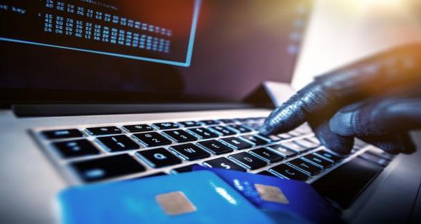 Hàng chục người bị rút trộm tiền vì dùng điện thoại Trung Quốc