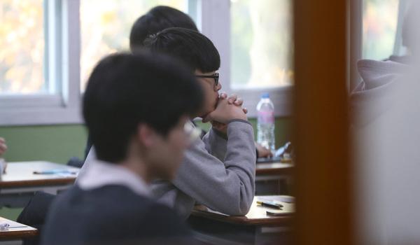 Hàng không Hàn Quốc tạm dừng hoạt động trong ngày thi đại học hôm nay