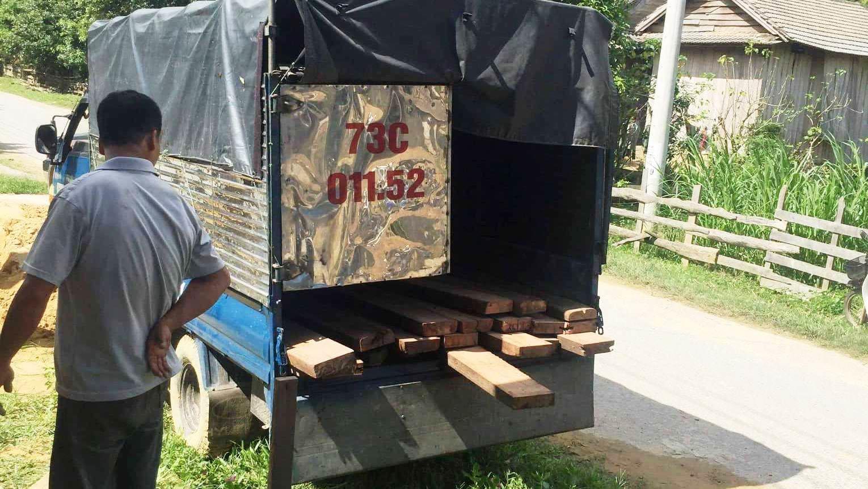 Quảng Bình: Lao vào đánh kiểm lâm, 1 người dính đạn cao su