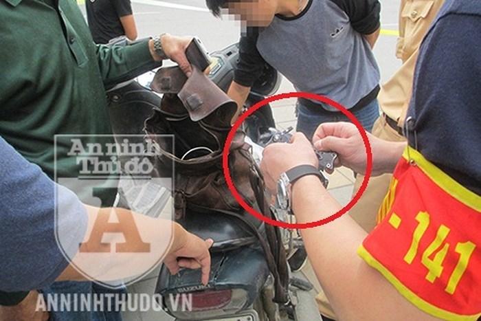 Lý do khôi hài của kẻ dắt dao găm dạo phố Hà Nội