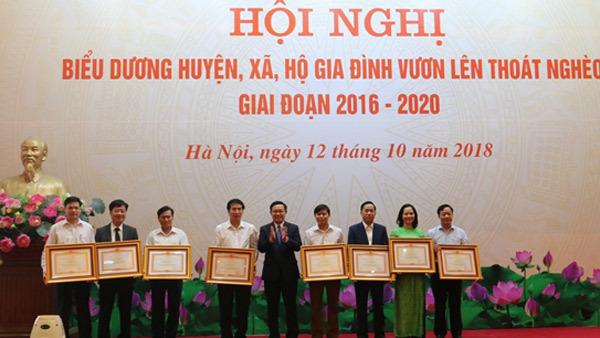 Tôn vinh 8 huyện, 35 xã thoát nghèo