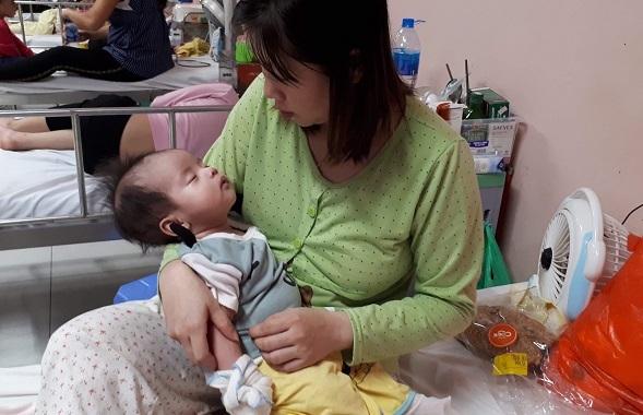 Xin cứu lấy bé gái mắc bệnh hiểm cần phẫu thuật gấp