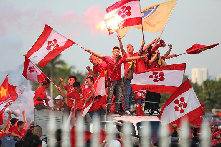 CĐV 'đại náo' Mỹ Đình trước trận Việt Nam vs Malaysia