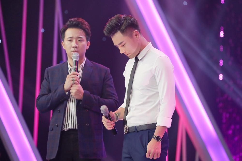 Trấn Thành, Hương Giang bật khóc vì chuyện tình buồn của chàng trai đồng tính