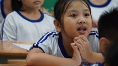 Giáo viên tiểu học long đong tìm lại lớp dạy sau kì nghỉ hậu sản
