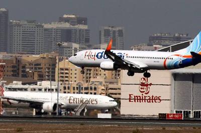 Hành khách khuyết tật tố hãng hàng không bắt đi tiểu vào chai